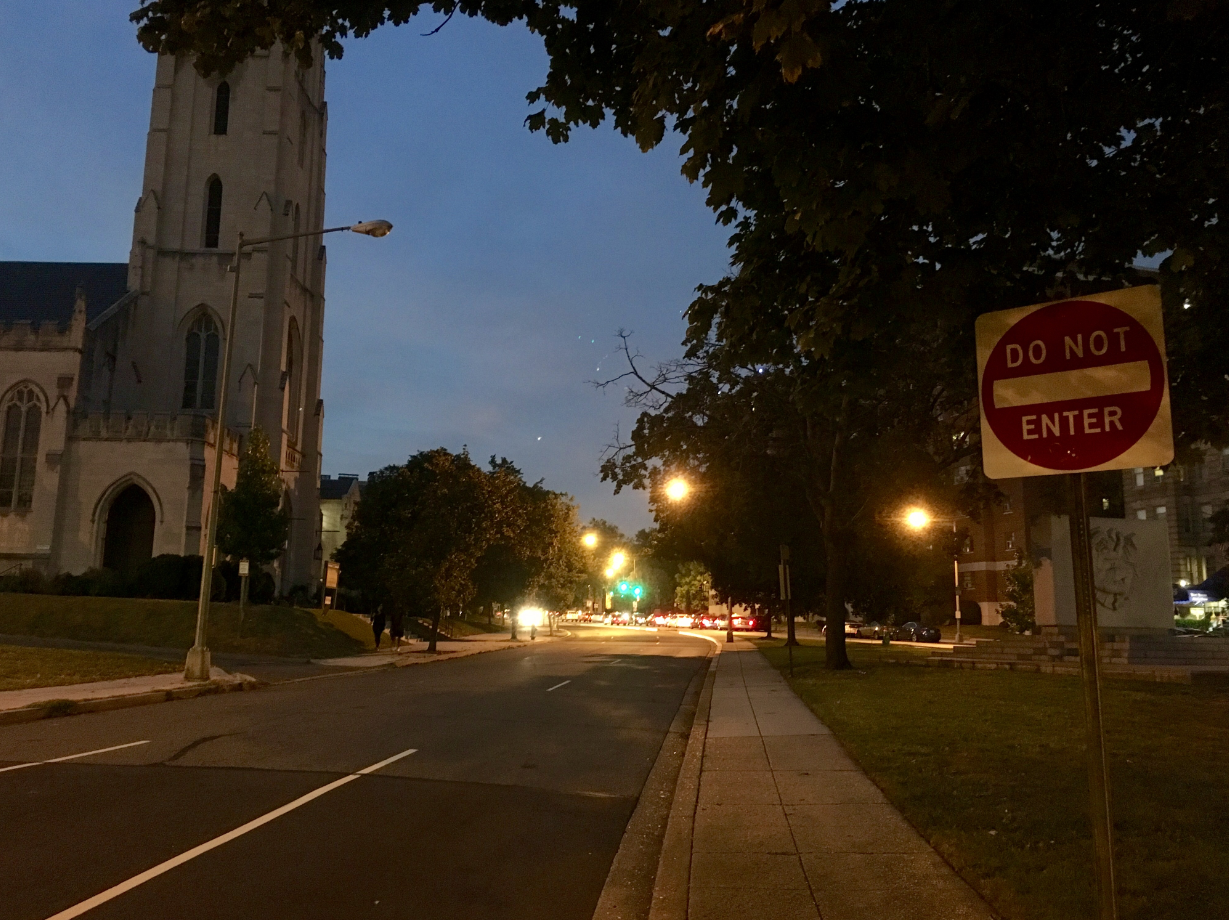 Are DC non-working streetlights contributing to crime? (ABC7 photo)