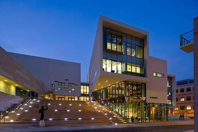 The Price Center serves more than 30,000 students and visitors daily to its markets, coffee shops, restaurants, student offices, computer labs, bookstore, nightclub, and movie theater.