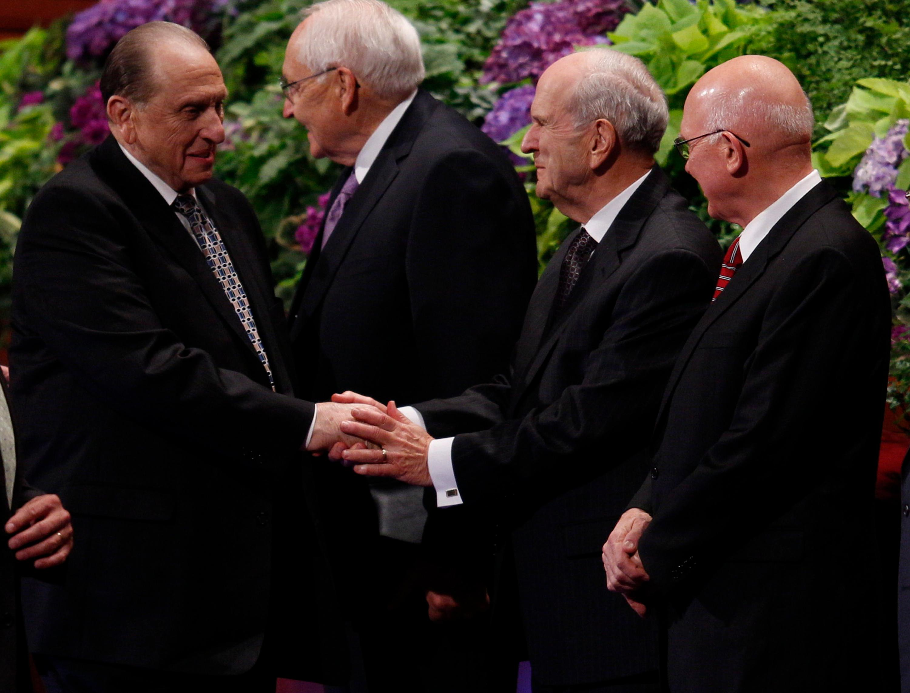 President Thomas S. Monson greets President Russell M. Nelson during the Sunday morning session of the Church's October 2013 general conference. (Photo: MormonNewsroom.org)<p></p>
