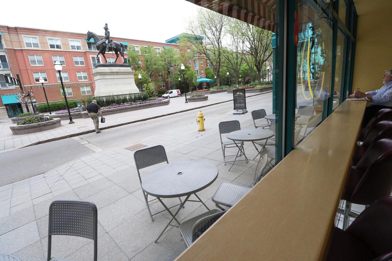 Sunshine's lunch counter overlooks Piatt Park.{ }/ Image: Ronny Salerno // Published: 4.25.19