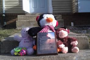 Teddy bears sit outside the home. Photo: Richard Reeve/WJLA