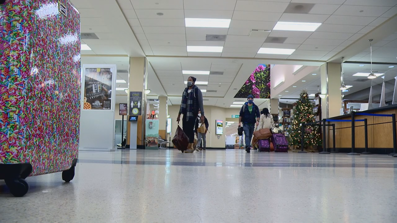 Pandemic doesn't stop many from flying in and out of the mountains for Thanksgiving (Photo credit: WLOS Staff)