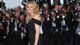 No heels: Julia Roberts walks Cannes red carpet barefoot