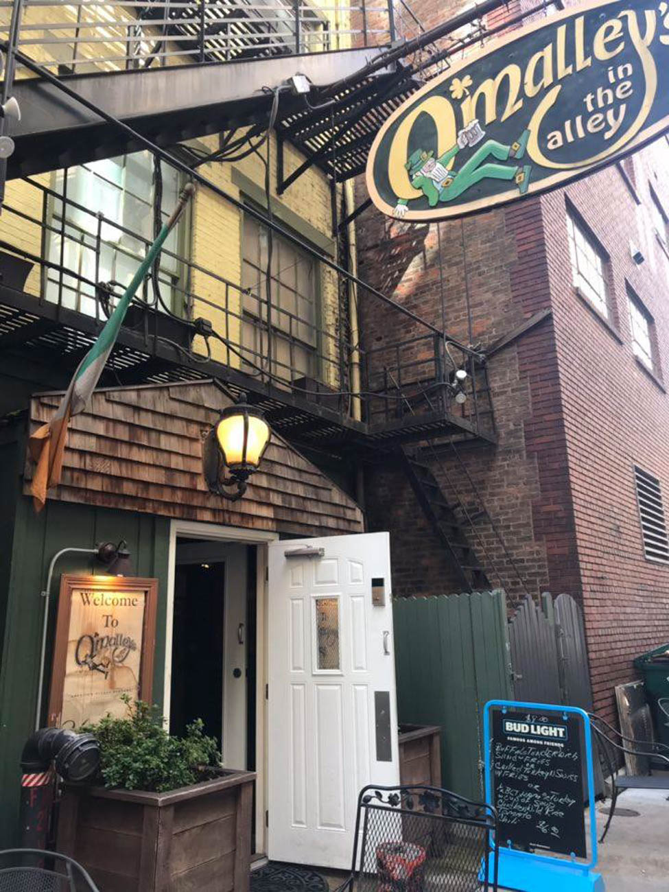 O'Malley's in the Alley / ADDRESS: 25 W Ogden Place (Downtown) / Image courtesy of O'Malley's in the Alley // Published: 3.16.19