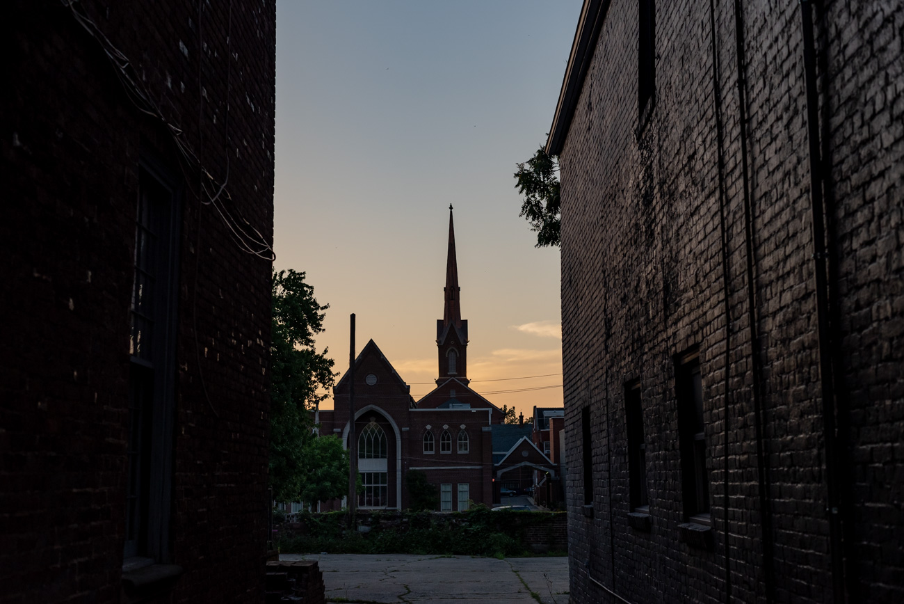 The sun sets over Lexington as seen from a downtown alley / Image: Mike Menke // Published: 8.25.20