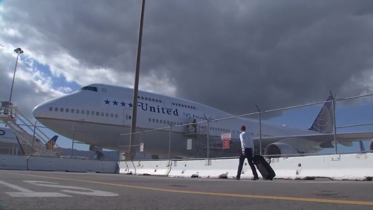 United Airlines flew a{&amp;nbsp;} 747 into retirement Tuesday from San Francisco to Hawaii.<p></p>