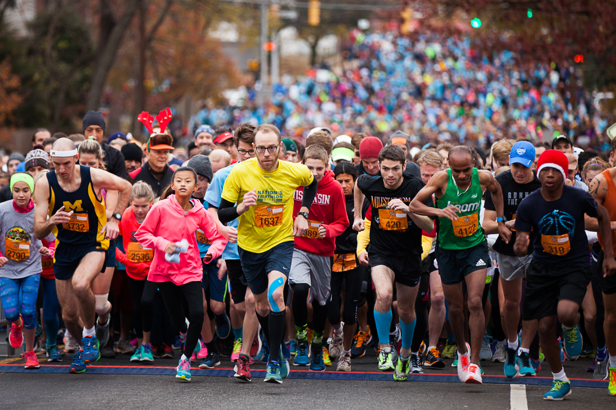 The Arlington Turkey Trot donates proceeds to six local charities, so you're doing some good for your body AND for your community. (Image: Jay Snap | LaDexon Photographie)