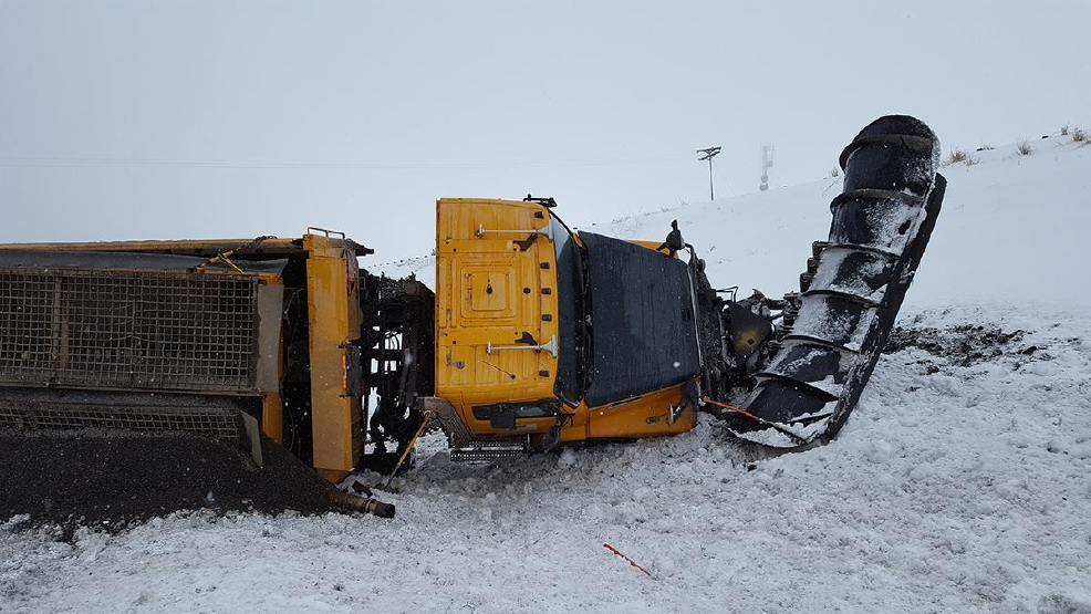 Snow plow crash on I-84 - Oregon State Police photo - 1.jpg