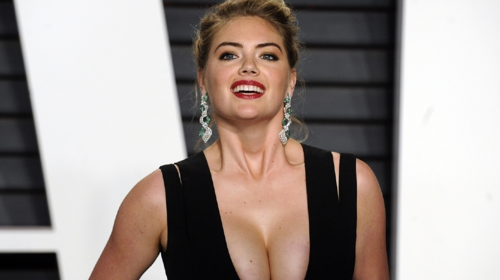 Kate Upton mocks Kardashians with duck face selfie