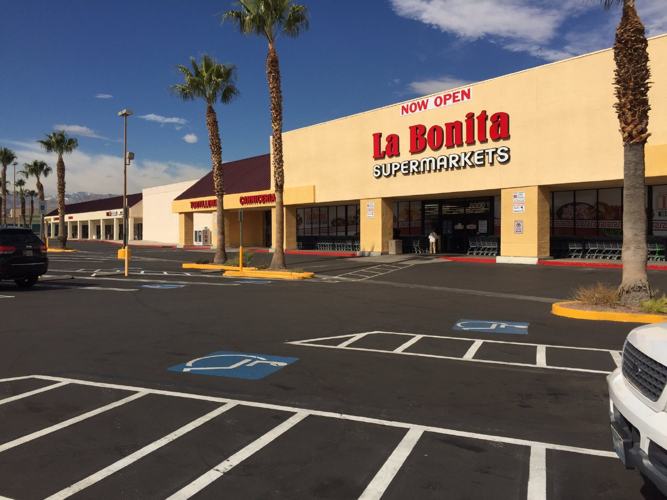 Empty parking lot at La Bonita, another local business closed for a Day Without Immigrants. 2/16/17 (Jeff Gillan | KSNV)