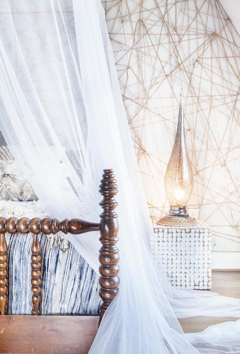 &quot;I love creating feature walls, and while you can create an accent wall with just paint, everyone seems to have done that -- I like to think outside the box. With this simple rope feature wall, you will have your guests saying WOW from the moment they see it!&quot; See the full post here: http://bit.ly/2CLcvMj (Image: Ashley Hafstead)<p></p>