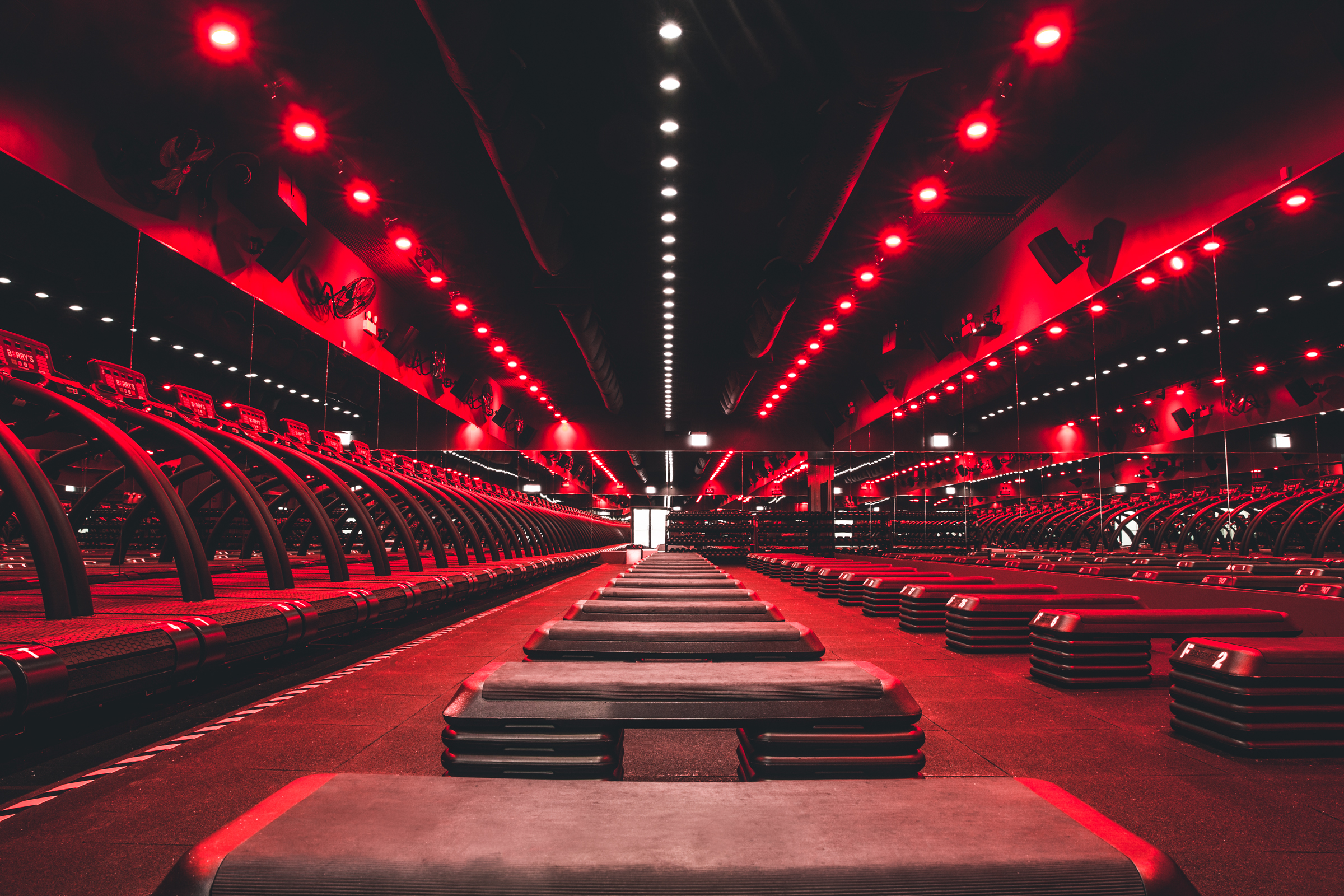 Classes combine resistance training and cardiovascular work on the treadmill. (Image: Courtesy Barry's Bootcamp)