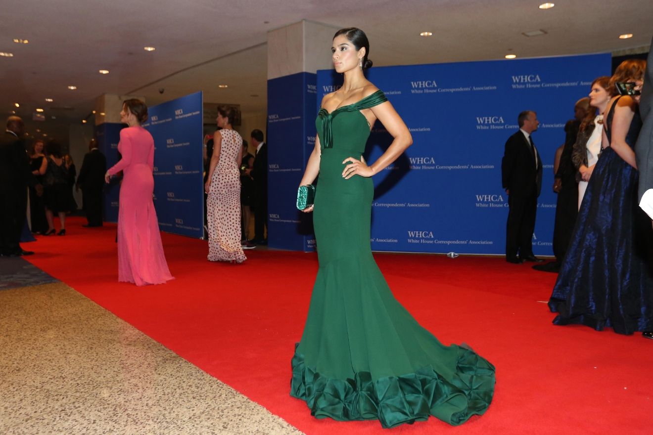 Diane Guerrero's striking silhouette and geometric hemline was inspired. (Image: Amanda Andrade-Rhoades/ DC Refined)