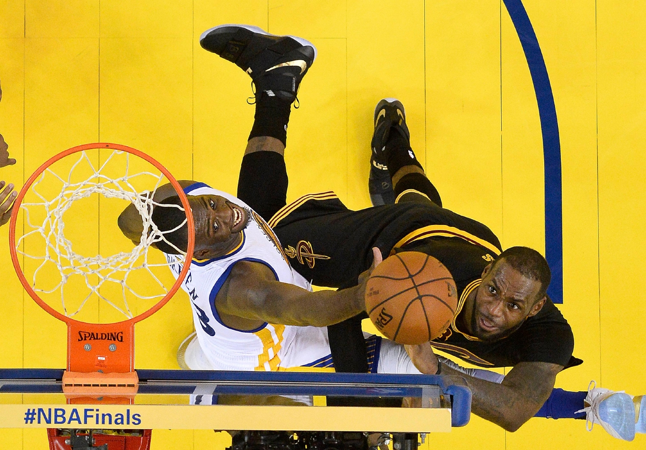 Cleveland Cavaliers forward LeBron James, right, shoots against Golden State Warriors forward Draymond Green during the second half of Game 7 of basketball's NBA Finals in Oakland, Calif., Sunday, June 19, 2016. The Cavaliers won 93-89. (John G. Mabanglo, European Pressphoto Agency via AP, Pool)