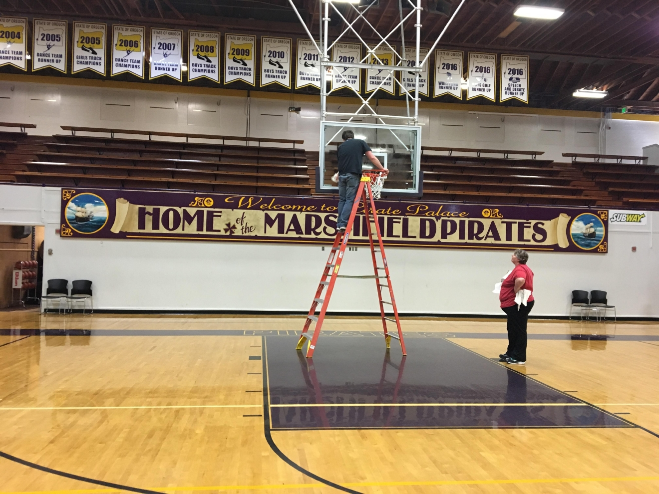Crews at Marshfield High School prepare for the 3A state basketball tournament beginning March 2, 2017. (SBG photo)