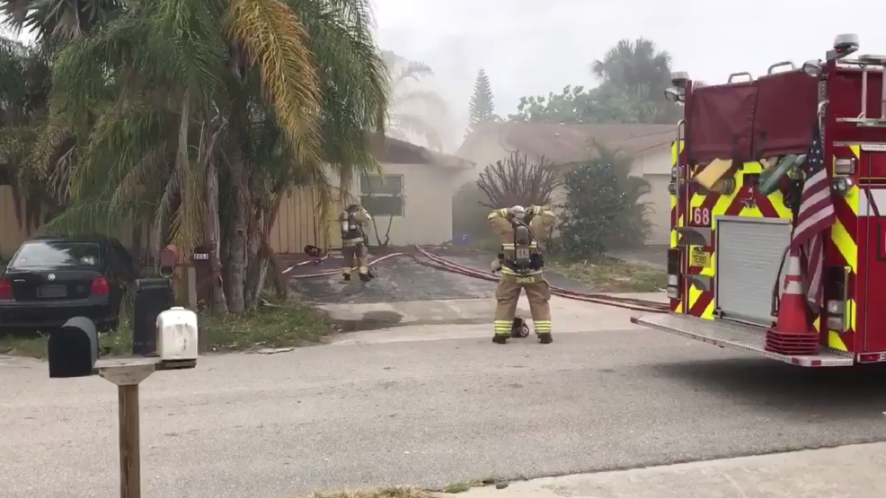 Fire rescue battle house fire in palm beach gardens wpec for Fire in palm beach gardens today