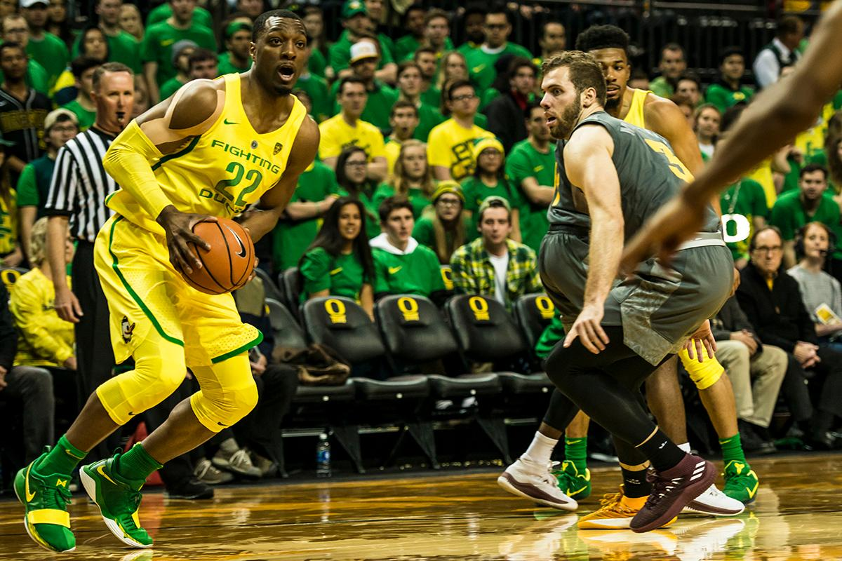 Oregon's MiKyle McIntosh (22) looks for an open teammate in the Ducks' matchup against ASU at Matthew Knight Arena Thursday. Oregon defeated ASU 75-68 to improve their season record to 18-10 (8-7 PAC-12). The Ducks face off against fourteenth ranked Arizona for their final home game of the season at Matthew Knight Arena on Saturday. (Photo by Colin Houck)