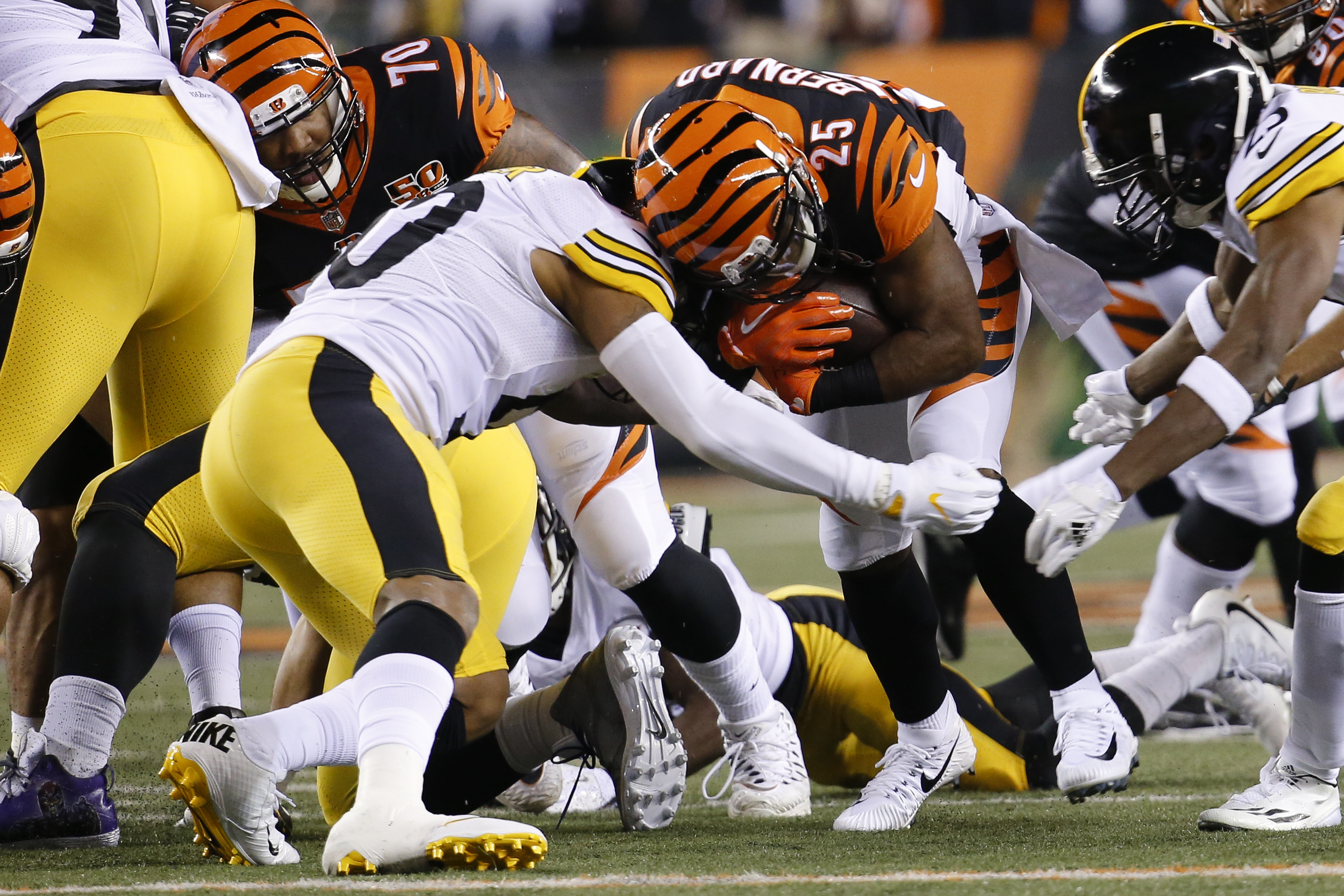 Pittsburgh Steelers inside linebacker Ryan Shazier, center left, tackles Cincinnati Bengals running back Giovani Bernard (25) in the first half of an NFL football game, Monday, Dec. 4, 2017, in Cincinnati. (AP Photo/Frank Victores)
