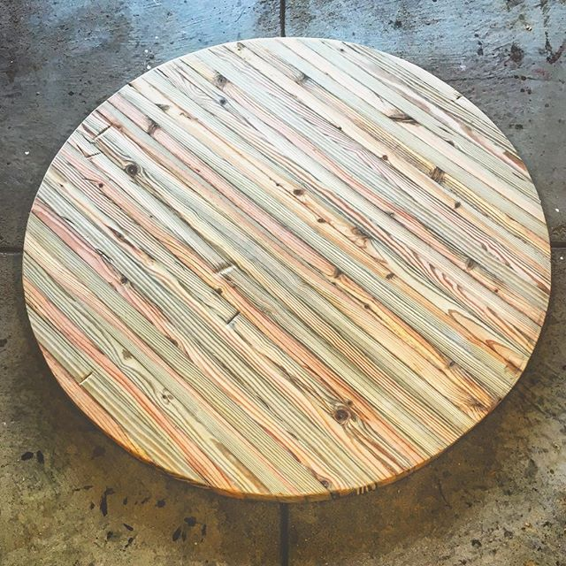 A table with a pine top / Image courtesy of Ohio Valley Reclaimed // Published: 8.24.17