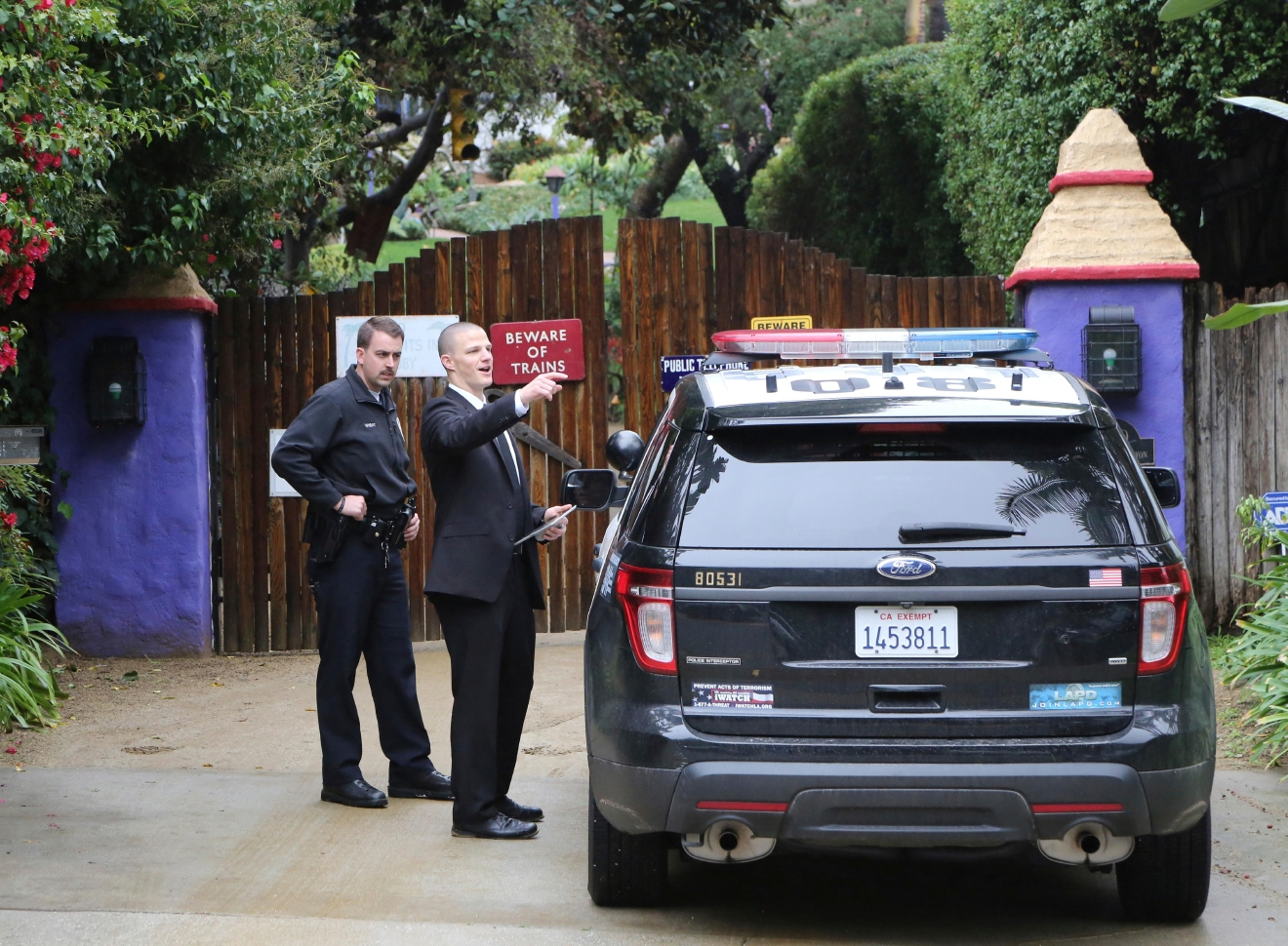 Los Angeles police officers and private security appear outside the homes of Debbie Reynolds and her daughter Carrie Fisher in Los Angeles Thursday, Jan. 5, 2017. Reynolds died Dec. 28 at the age of 84, a day after her daughter died at the age of 60. (AP Photo/Reed Saxon)