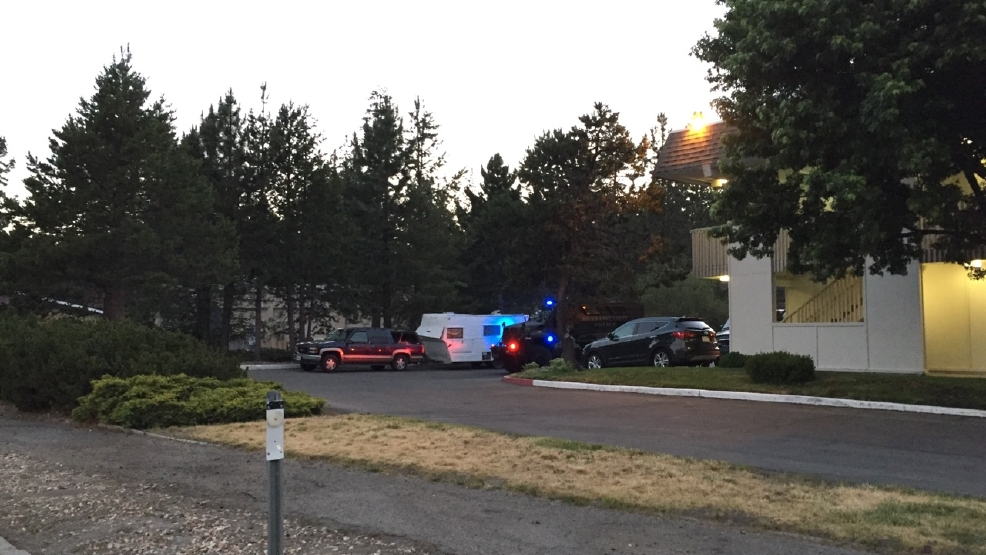 police armed man in standoff with police in south lake. Black Bedroom Furniture Sets. Home Design Ideas