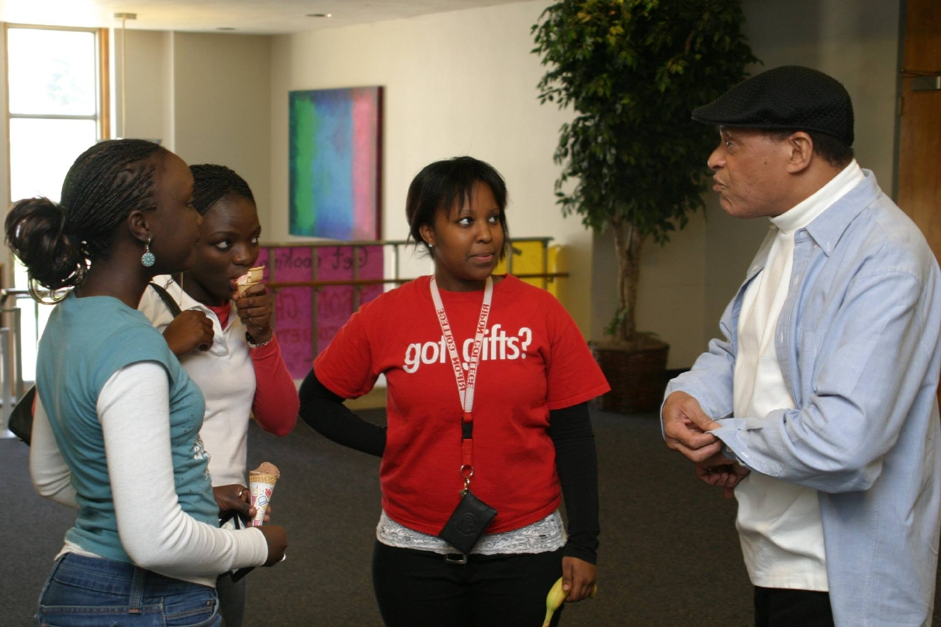 Al Jarreau speaks with students in Ripon College's Pickard Commons, October 2006. (Photo courtesy Ripon College)
