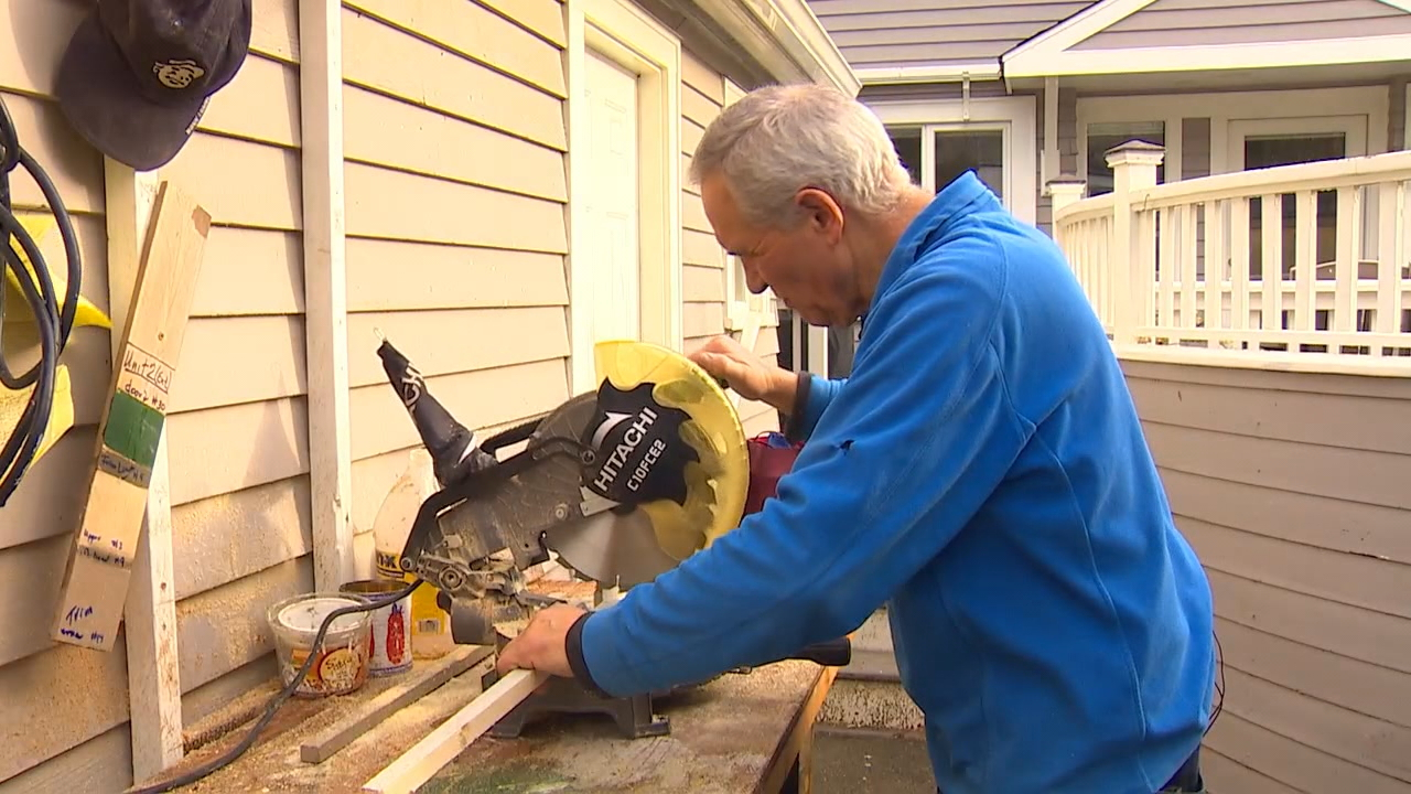 Dale Hoff helps build 'tiny homes' for Seattle's homeless. (Photo: KOMO News)