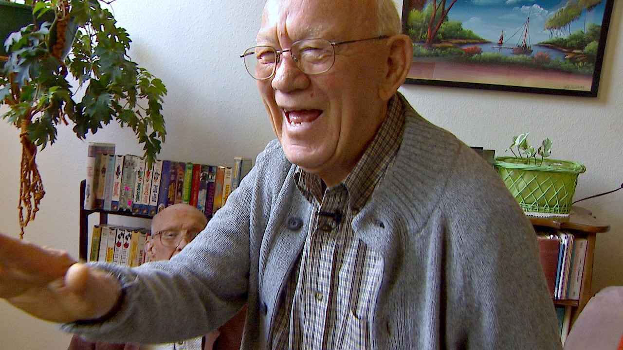 Friends, community members and admirers of retired pastor Brad Hartt surprised Hartt to sing his favorite hymn that he feared would be forgotten. (KOMO News){&amp;nbsp;}<p></p>