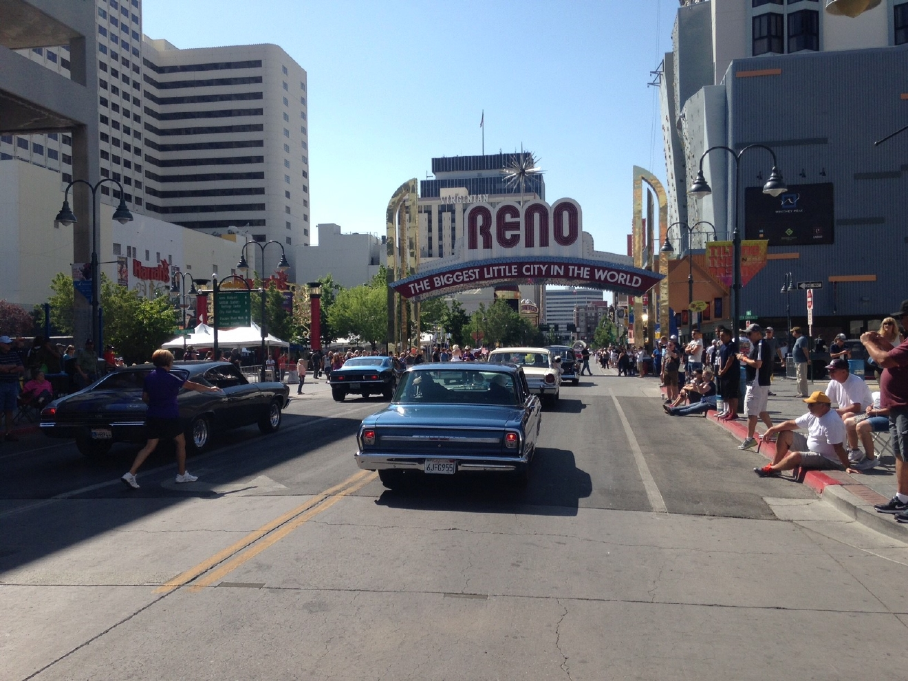 Hot August Nights parade cruises through downtown Reno - Aug. 7, 2016 (Sinclair Broadcast Group)