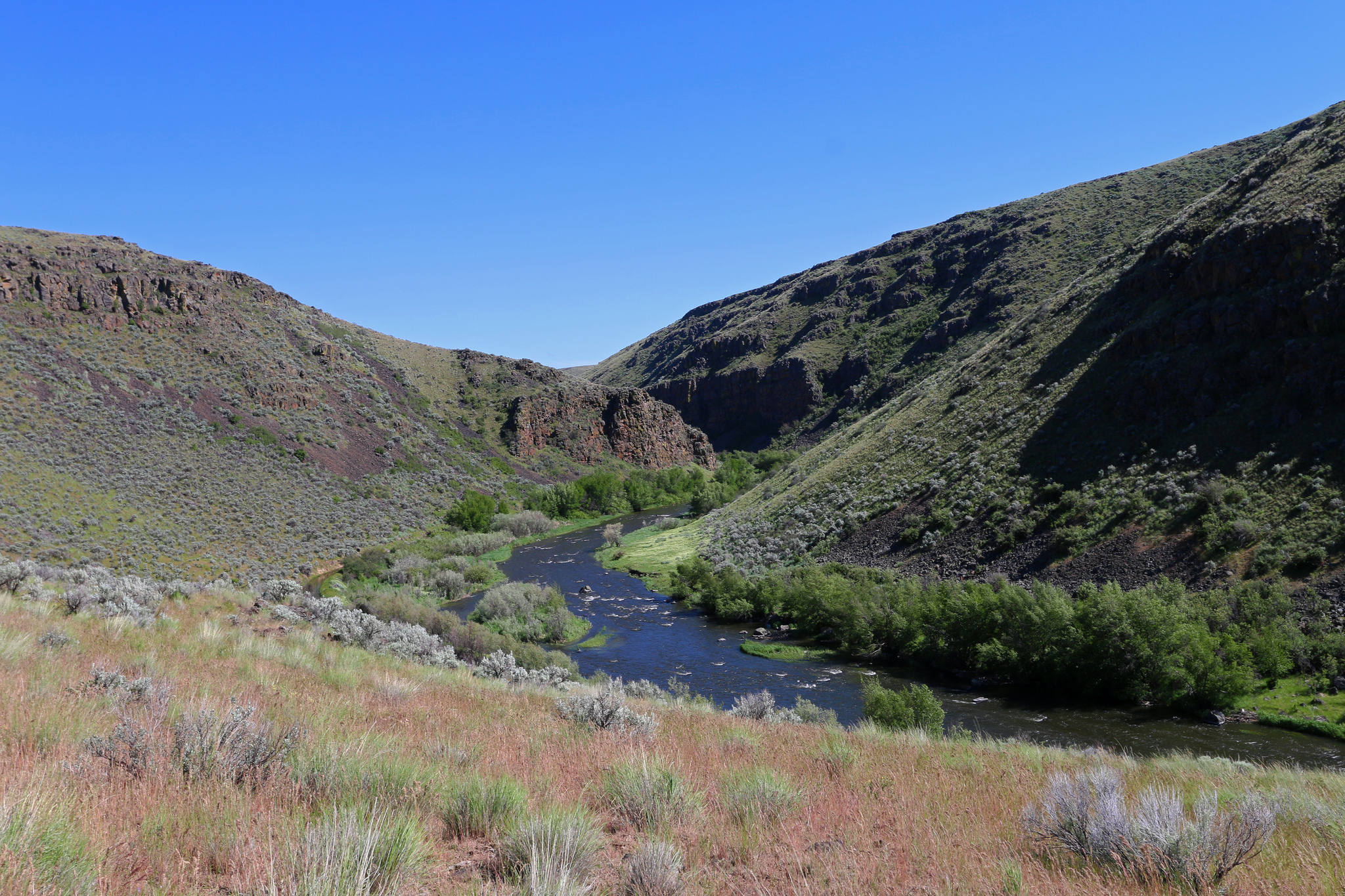 <p>The Powder River in northeastern Oregon is a tributary of the Snake River. The fishing is great, as is the hunting, although access is limited. Float boating does occur, but only in the early spring. (CC by 2.0)</p>