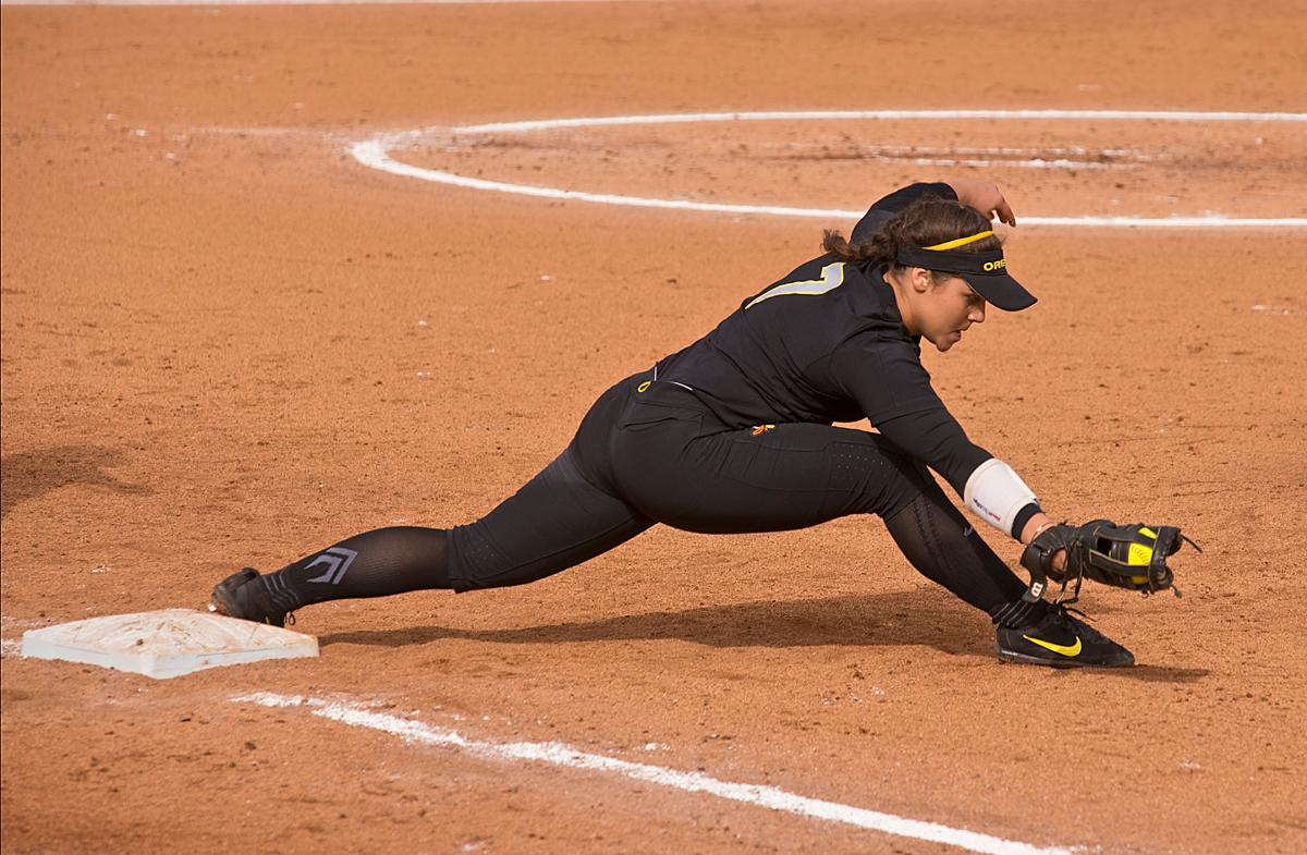 Oregon Ducks first base player Mia Camuso (#7) stretches to make the out. The Ducks defeated the California Golden Bears 2-1 in the second game of a three-game series Saturday. Photo by Dan Morrison, Oregon News Lab