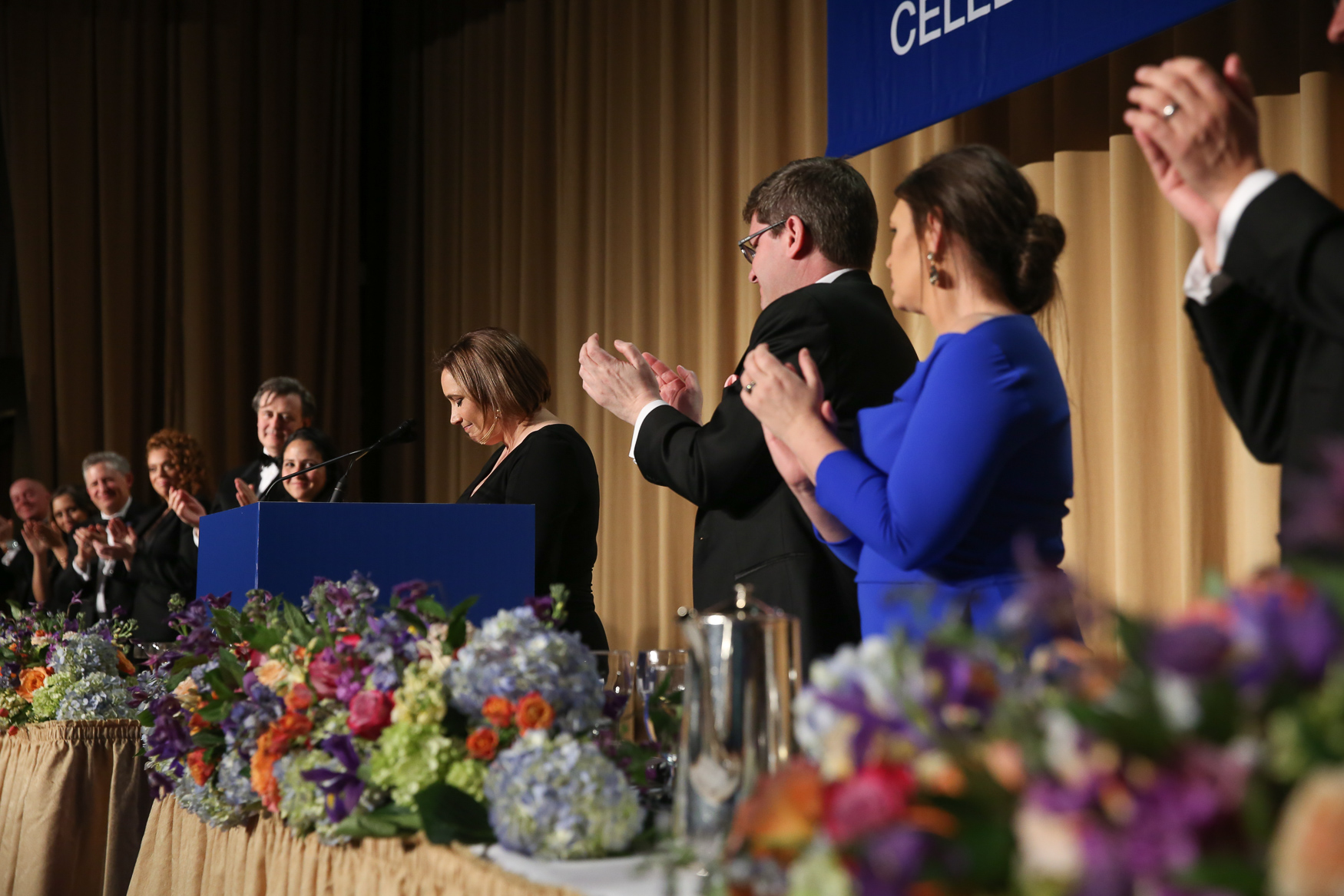 Margaret Talev, president of the White House Correspondents' Association, is applauded by her colleagues. (Amanda Andrade-Rhoades/DCRefined)