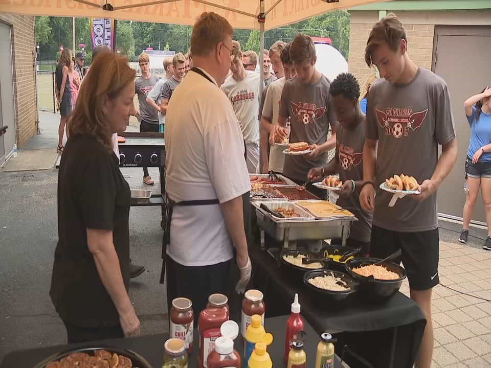 This week, Bill Kelly Knows Grillin' visited the St. Charles soccer team. (WSYX/WTTE)