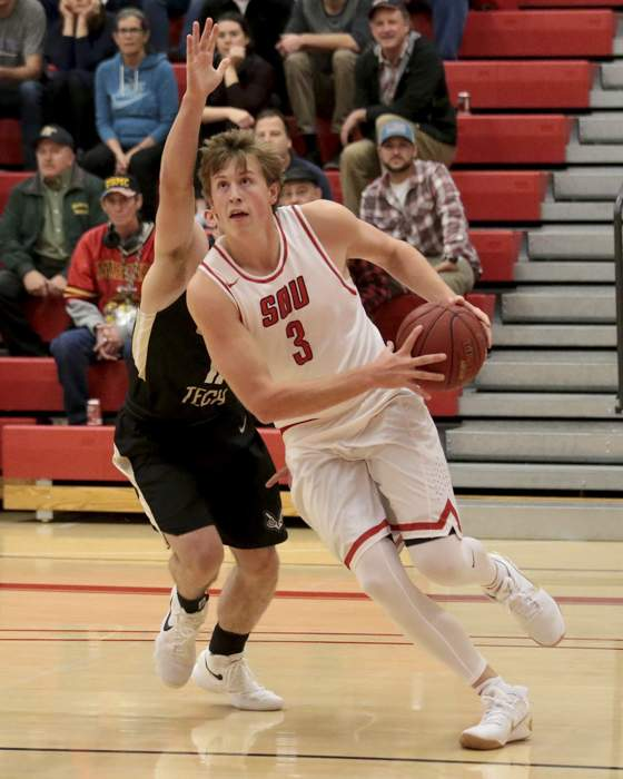 Southern Oregon University Men's Basketball hosted Oregon Institute of Technology at Mountain Avenue Gym (Ashland H.S.). [// PHOTOS BY: LARRY STAUTH JR]