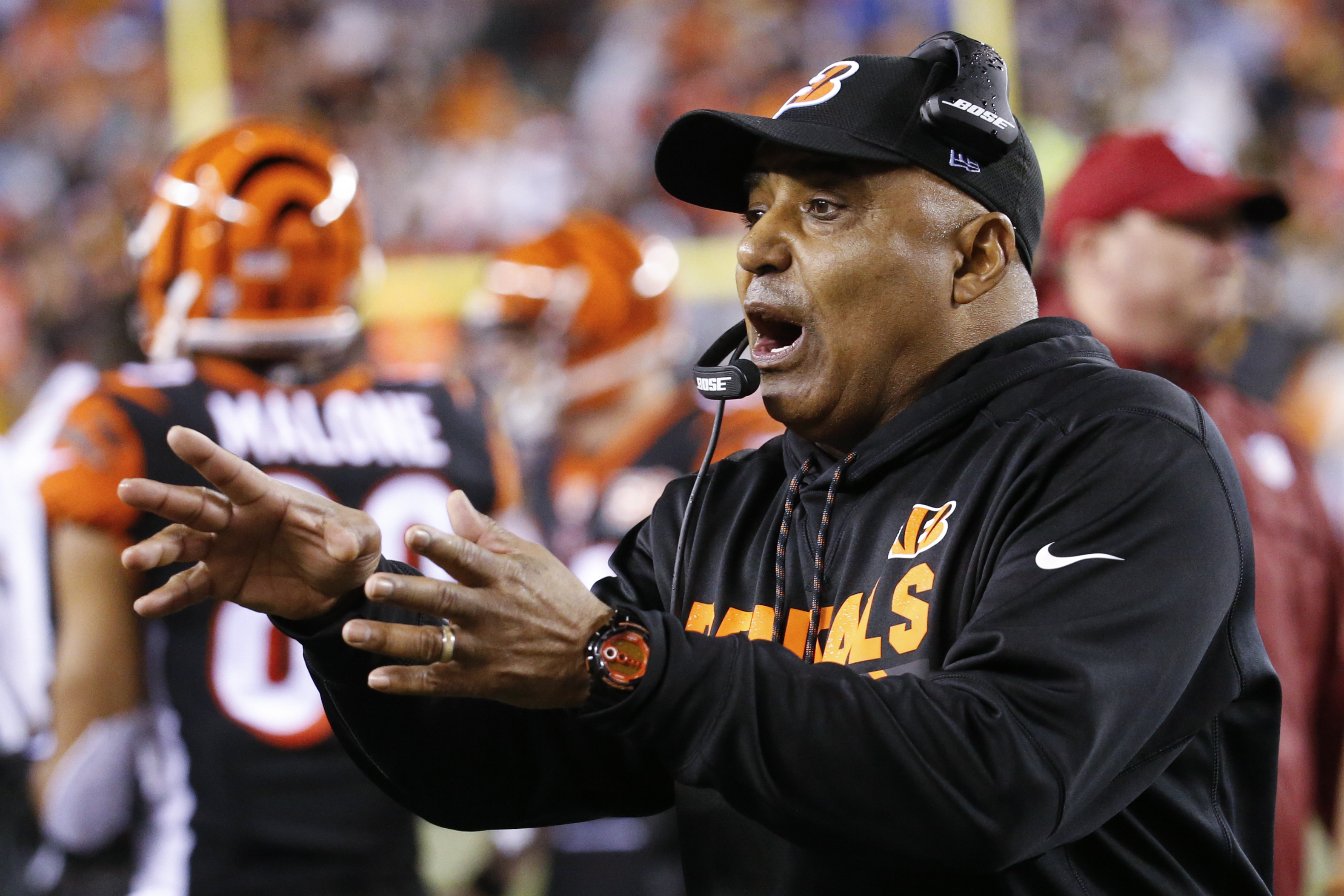 Cincinnati Bengals head coach Marvin Lewis works the sidelines in the second half of an NFL football game against the Pittsburgh Steelers, Monday, Dec. 4, 2017, in Cincinnati. (AP Photo/Frank Victores)