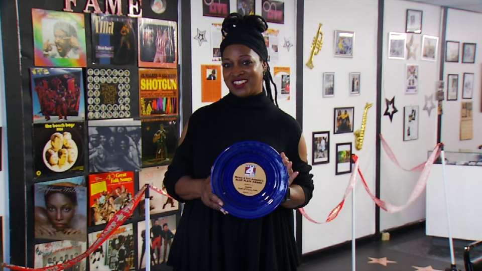 April Ward, the restaurant owner, holding her Blue Plate Award (News 4 San Antonio)<p></p>