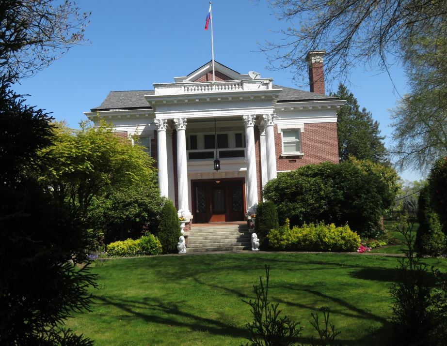 U.S. State Department officials forced their way into the former Russian consulate residence in Seattle on Wednesday, a day after Russian diplomatic personnel vacated the facility. (Photo: KOMO News)