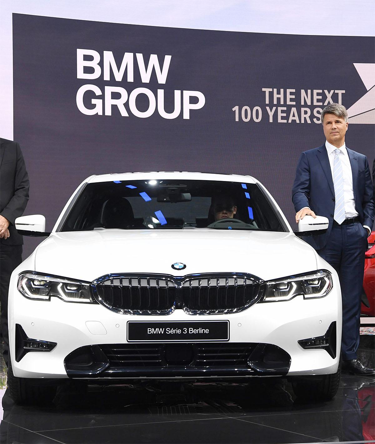 02 October 2018, France, Paris: Harald Krüger, CEO of BMW, presents the new BMW 3 Series on the 1st press day at the Paris International Motor Show. From 02.10. to 03.10.2018 the press days will take place at the Paris Motor Show. It will then be open to the public from 04.10. to 14. October. Photo: Uli Deck/dpaWhere: Paris, Île-de-France, FranceWhen: 02 Oct 2018Credit: Uli Deck/picture-alliance/Cover Images