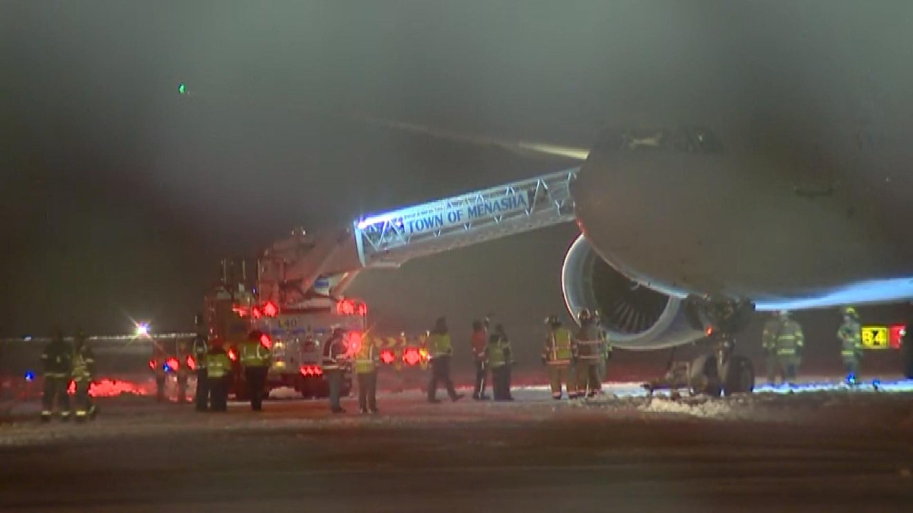 Crews are in the process of deplaning the Minnesota Vikings team at Appleton International Airport, December 23, 2016. (WLUK)