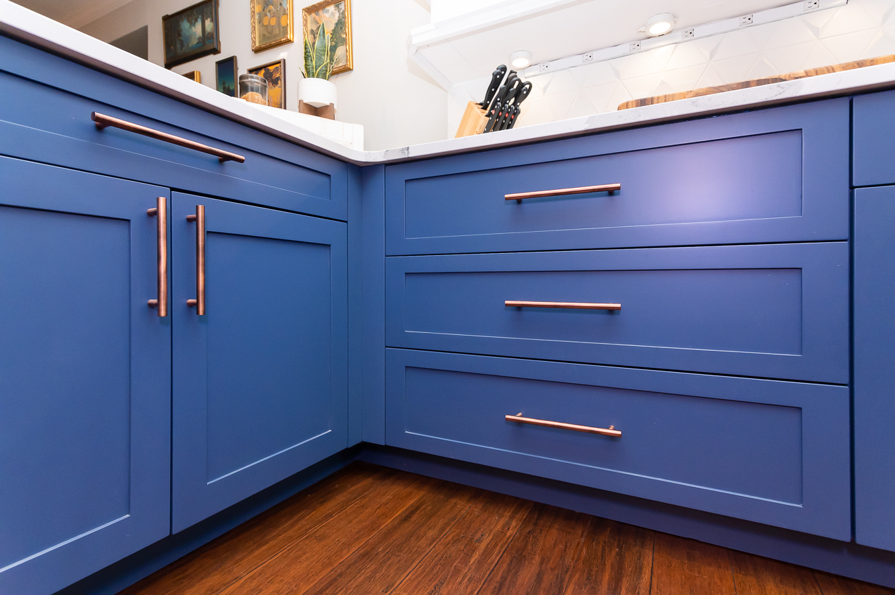 The cabinetry is custom by The English Contractor. The white cabinets are SW 7001 Marshmallow and the blue cabinets are Mykonos Reflection by Valspar. / Image: Phil Armstrong, Cincinnati Refined // Published: 6.5.20