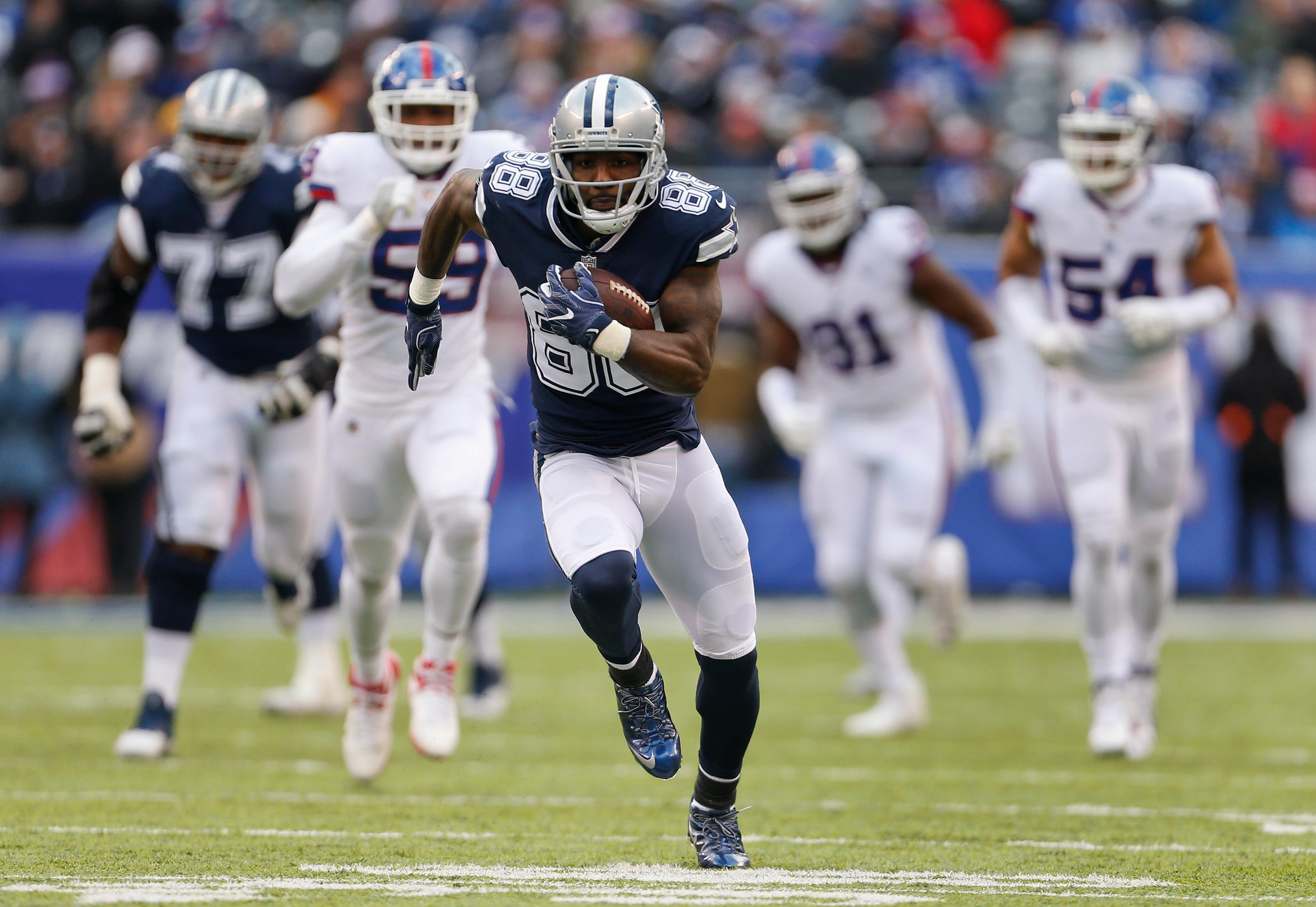 Dallas Cowboys wide receiver Dez Bryant (88) runs for a touchdown against the New York Giants during the second quarter of an NFL football game, Sunday, Dec. 10, 2017, in East Rutherford, N.J. (AP Photo/Adam Hunger)