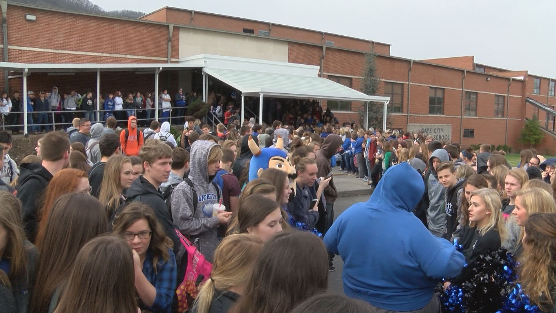 Hundreds of fans show up to send-off the basketball team.